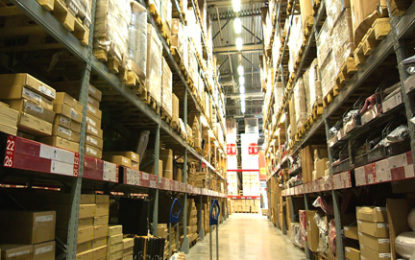 How can warehouses acquire customers?