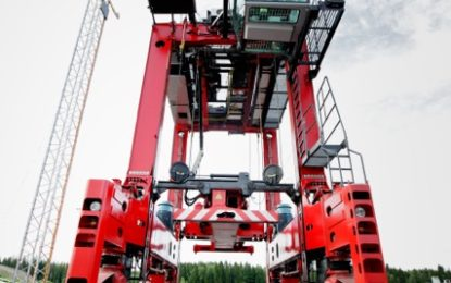 Kalmar & DP World London Gateway scale heights with first fast-charging for electric powered shuttle carrier