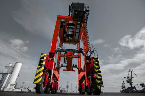 Kalmar hybrid straddle carriers to boost eco-efficiency at DP World Southampton