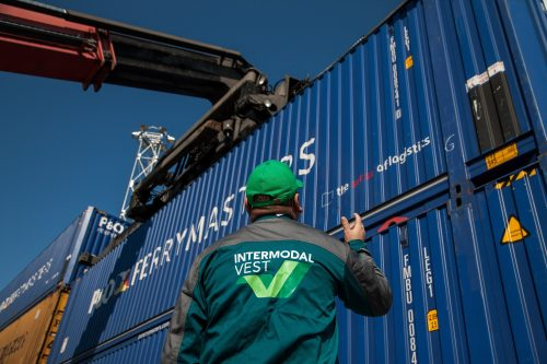 P&O FERRYMASTERS orders 600 box containers to expand intermodal logistics services
