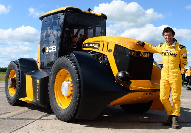 PIN-PICTURE – Guy Martin sets new speed record in a JCB Fastrac!