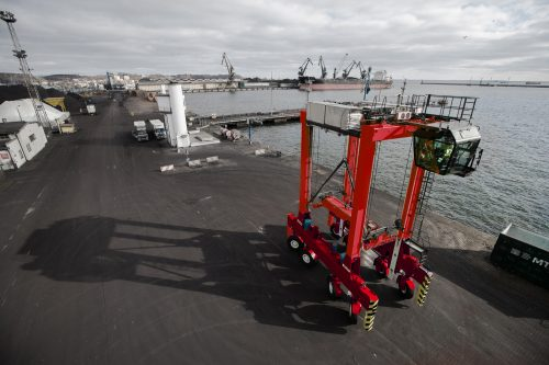 Kalmar's eco-efficient hybrid straddle carrier technology opens up new market opportunities in Japan