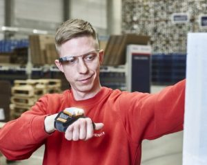 Higher efficiency with a new view: DB Schenker implements smart picking glasses for warehouse logistics