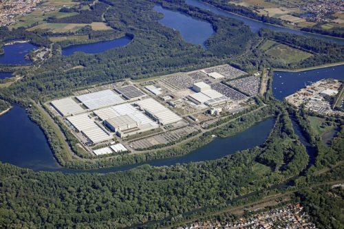 New hi-tech warehouse complex & 80,000 m² of storage space at Mercedes-Benz Global Logistics Center