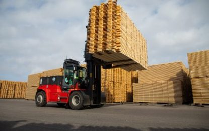 Kalmar's electric forklift trucks with energy-saving guarantee to help VM-HOLZ reduce lumber-yard noise and carbon emissions