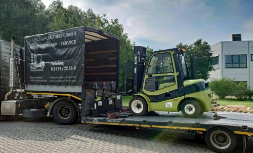 Clark provides THW with forklifts free of charge for disaster relief operation